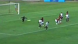 Kuriózní vlastní gól v utkání druhé jihoafrické ligy.