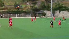 Brankář dal gól přes délku celkého hřiště.