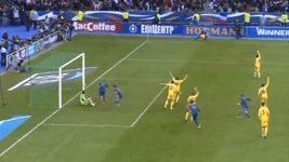 Benzemův gól z ofsajdu proti Ukrajině