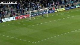 Davies střílí parádní gól z voleje
