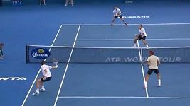 Nepovedená smeč Rogera Federera pobavila diváky.