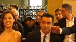 Ibrahimovic se netradičně zdraví s Xavim.