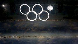 Producenta ceremoniálu rozčílila otázka na nerozsvícený kruh