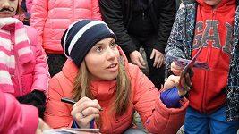 Samková se ve Vrchlabí podepisuje fanouškům