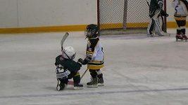 Gesto fair play v podání čtyřleté hokejistky