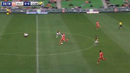 Excelentní gól z vlastní půlky v podání Engelaara.