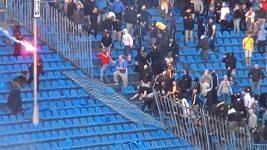 Srážky fanoušků s policií