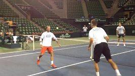 Čeští tenisté si na kurtu v Tokiu zahráli nohejbal