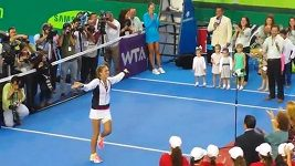 Tenistka Jakšičová tancuje na kurtu