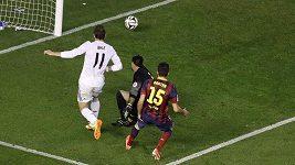 Parádní gól Garetha Balea proti Barceloně