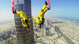 Dva Francouzi skočili z nejvyšší budovy světa.