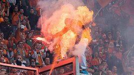 Policista v Polsku zapálil fanouška