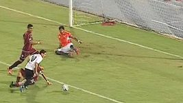 Venezuelský fotbalista si vychutnal soupeřovu obranu.