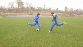 Japonští fotbalisté předvedli trik jako z komiksu.