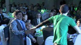 Maradona a Benslimane žonglovali s míčem.