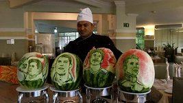 Brazilský šéfkuchař vyřezal do melounů podobizny fotbalistů