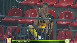 Neobvyklá oslava gólu v podání běloruského fotbalisty.