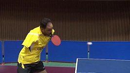 Ibrahim Hamato hraje stolní tenis i bez rukou