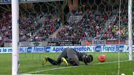 Fotbalista N´Tep vstřelil neobvyklý gól.