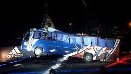 Destrukce autobusu francouzských fotbalistů