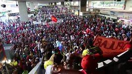 Původní obyvatelé Brazílie protestují proti předraženému MS ve fotbale