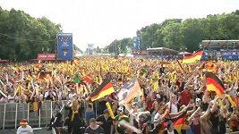 Němečtí fanoušci oslavují v Berlíně vítězství nad Portugalskem