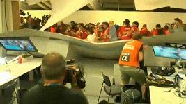 Chilští fanoušci pronikli do tiskového střediska