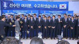 Korejští fotbalisté se po návratu domů nedočkali příjemného uvítání.