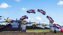 Martin Šonka podlétl skákající auto