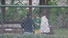 Neymar bloumá v parku s přáteli