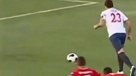 Walter Ibaňez a jeho bizarní oslavy gólu.