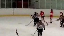 Brutální zákrok ruské hokejistky
