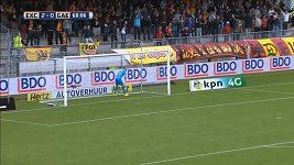 Fantastický gól v podání brankáře Cumminse.