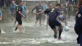 Fotbal v řece