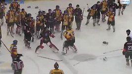 Bitka v přípravném utkání polských hokejových mužstev