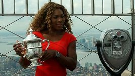 Serena Williamsová s pohárem na Empire State Building