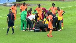 Zneklidňující scéna v duelu Kamerunu s Pobřežím slonoviny.