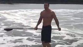 Souboj boxerů ve vlnách