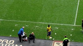 Skotský fotbalista poslal k zemi trenéra