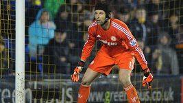Petr Čech inkasuje gól ve Shrewsbury.