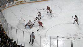 Parádní zákrok hokejového gólmana