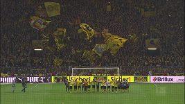 Fanoušci Dortmundu zpívají koledu