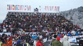 Symbolická minuta ticha za zasypané lyžaře