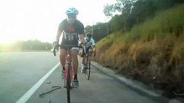 Drsný karambol australského cyklisty