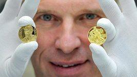 Dominik Hašek představil vlastní pamětní medaili