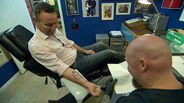 Bývalý hráč Chelsea Burley s tetováním Torrese