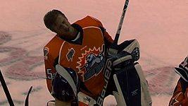 Hokejový brankář bavil diváky