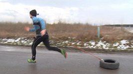 Hardcore trénink, díl druhý: Běhání s pneumatikou