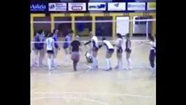 Útok na volejbalistku