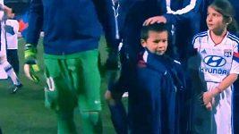 Thiago Silva se nemohl dívat, jak chlapeček mrzne